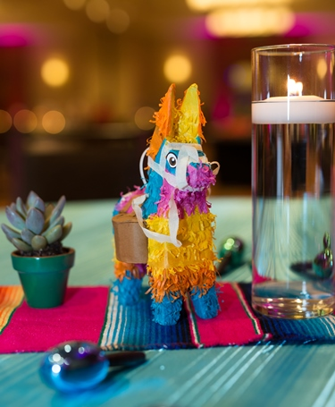 Pink-o de Mayo table decorations